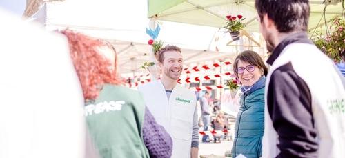 A Dijon, Greenpeace se mobilise contre la pollution des déchets...