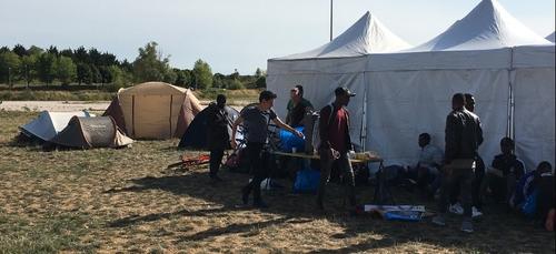 Réinstallation sur un camp de fortune pour les migrants expulsés à...