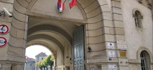 Extrait de la prison de Dijon, Jonathann Daval est jugé à partir de...