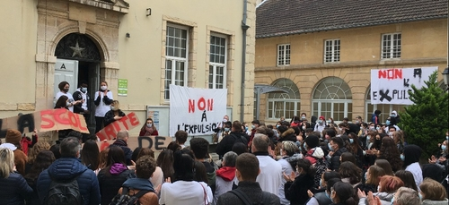 Mobilisation générale au lycée les Arcades pour un élève menacé...