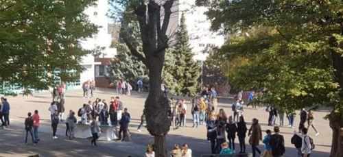Les parents d'élèves du collège Gaston Bachelard alertent sur une...