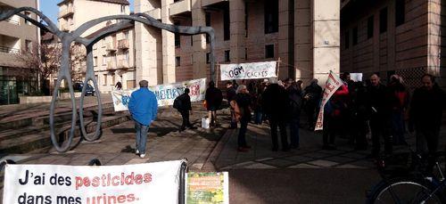 Un faucheur volontaire d'OGM relaxé au tribunal de Dijon