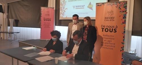 Signature d'une charte Ecole-Entreprise en faveur des jeunes