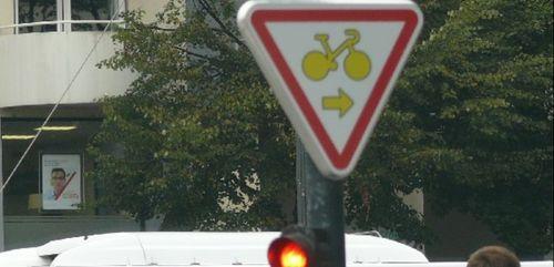 La suppression de la piste cyclable sur le front de mer, à St...