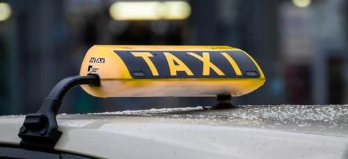 Les taxis de Lorient (56) peuvent enfin se garer près de l'entrée...