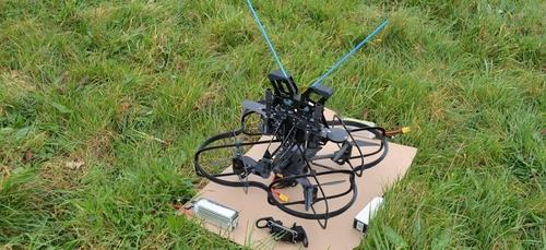 Des câbles électriques réparés par un drone