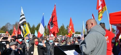 Un millier de personnes défendent la Fonderie de Bretagne