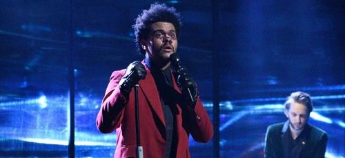 The Weeknd dévoile un titre sur le plateau du Saturday Night Live