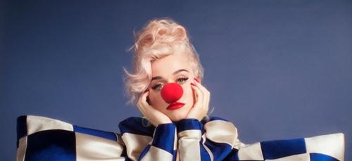 """Katy Perry annonce son nouvel album avec """"SMile"""""""