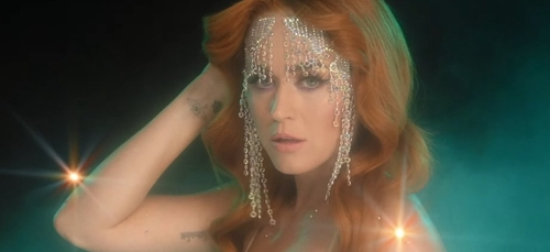 """Katy Perry : sa déclaration d'amour dans """"Champagne Problems"""""""