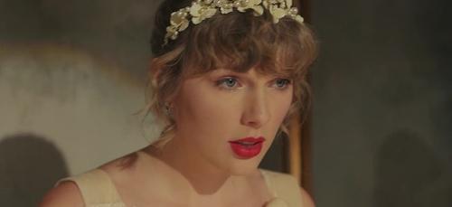 """Taylor Swift dévoile le clip de """"Willow"""""""