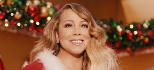 """Mariah Carey : N°1 avec """"All I Want For Christmas is You"""""""