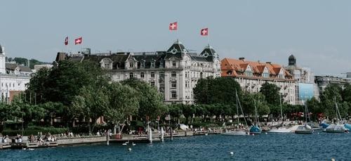 La Suisse retrouve ses droits