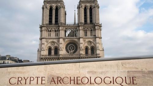 La crypte de Notre-Dame de Paris a réouvert avec une exposition...