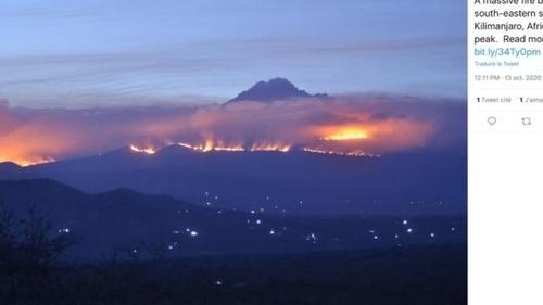 Le sommet du Kilimandjaro est en feu