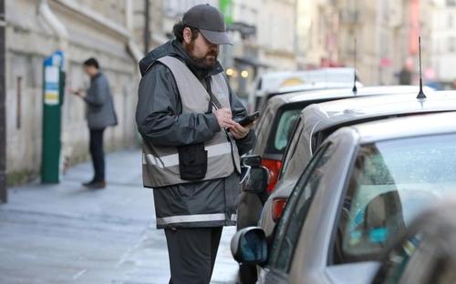 Le stationnement reste payant durant le reconfinement à Paris