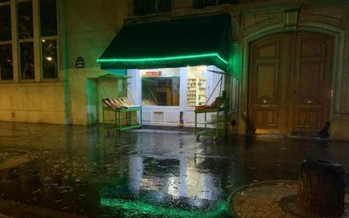 Covid-19 : fermeture dès 22 heures de certains commerces à Paris,...