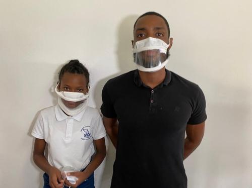 Des masques transparents distribués dans les établissements pour...