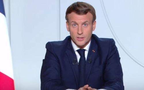 Confinement : Emmanuel Macron annonce un calendrier de sortie en...