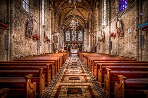 Cérémonies religieuses : le Conseil d'État lève la limite des 30...