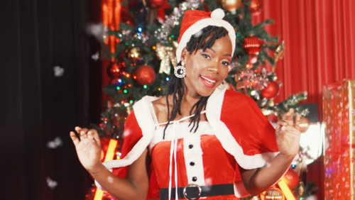 Perle Lama revisite en créole «All I Want for Christmas is You»...