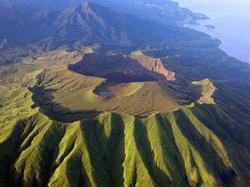 Des signes d'éruption au volcan de La Soufrière à Saint-Vincent