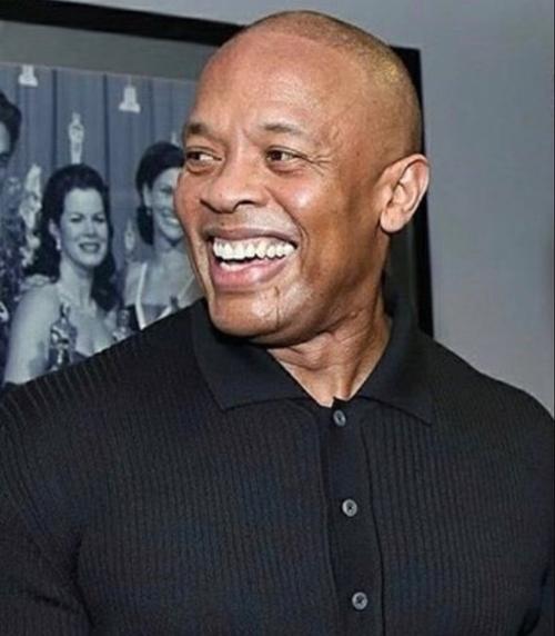 Le rappeur Dr. Dre, hospitalisé «se porte bien»
