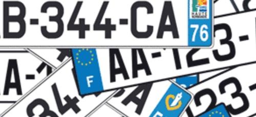 Automobile: les autocollants désormais interdits sur les plaques...