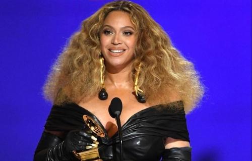 GRAMMY AWARDS: Beyoncé bat de record de récompenses pour une...