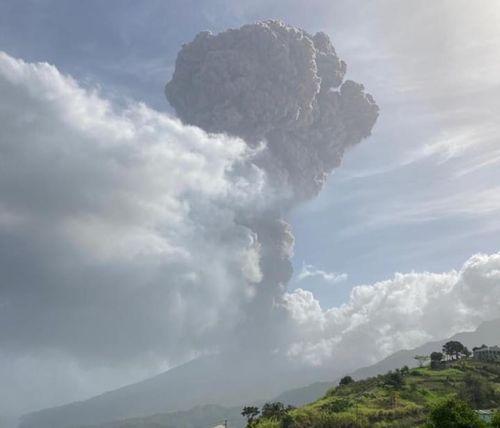 Saint-Vincent: le volcan La Soufrière est en éruption, l'île en...