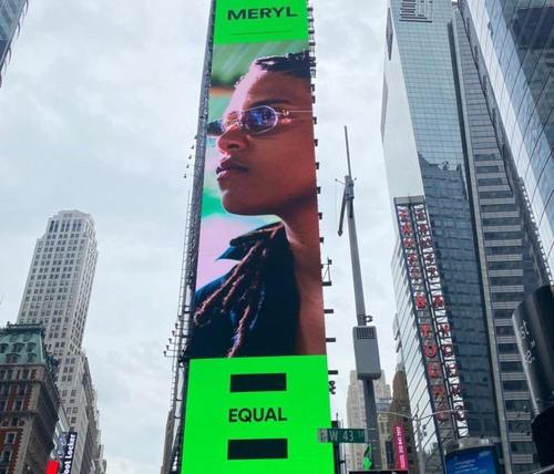 Meryl :  Affichée en grand sur Times Square à New-York