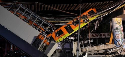 Effondrement d'un pont du métro aérien à Mexico: au moins 23 morts...