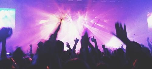 Soulagement du monde de la nuit: discothèques et concerts debout...