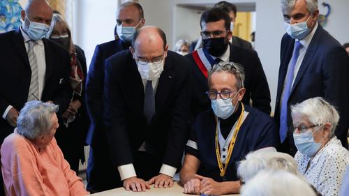 Jean Castex fixe un objectif de 10 000 soignants supplémentaires...