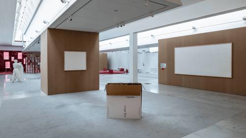 Un artiste devait exposer 70 000 euros de billets mais part avec...