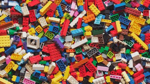 Lego et ses célèbres briques battent des records de vente et de...