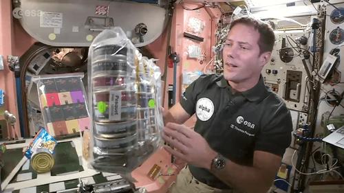 """VIDEO. Le """"Tuto cuisine"""" de Thomas Pesquet à bord de l'ISS"""