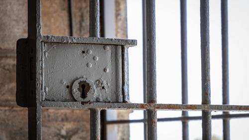 Italie : il préfère la prison plutôt que vivre avec sa femme