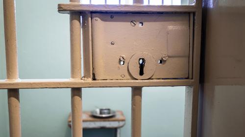 Covid-19 : cluster d'une quarantaine de détenus positifs à la...