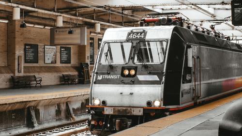États-Unis : Une femme victime d'un viol dans un train, aucun...