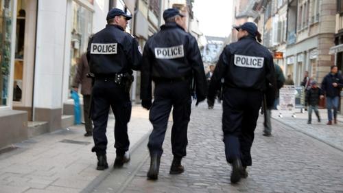 Une pétition pour recenser les policiers et gendarmes auteurs de...