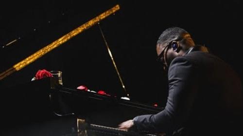 Joé Dwèt Filé - A trop t'aimer (Live Piano)
