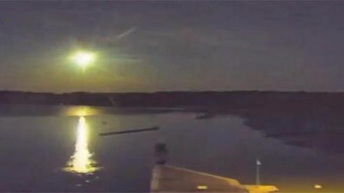 Bretagne : une météorite enflamme le ciel