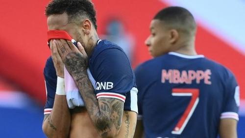 Neymar a deux doigts de se battre au Parc des Princes [VIDEO]