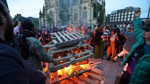 Covid-19 : les français fêtent le déconfinement