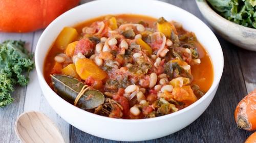 Mijoté de haricots blancs, potiron, carottes et lard