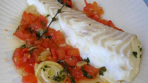 Filet de cabillaud, tomates rôties et citron