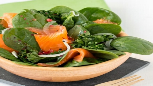 Salade épinards, saumon et radis
