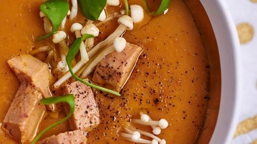 Velouté de butternut et dés de foie gras