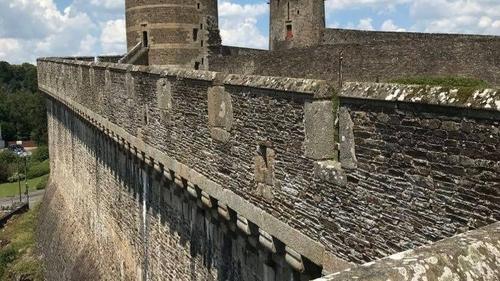 Carte Postale : Visite du Château de Fougères